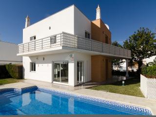 Villa Lillia - 4 bedrooms plus 4 bath/shower rooms, Albufeira