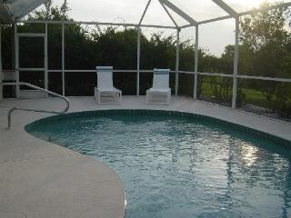 Lovely Riverview Villa, Private Pool on a Canal