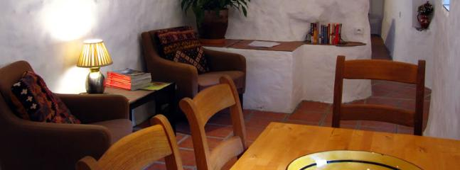 Le Pommier for two people, or two with small child: dining area with table for four
