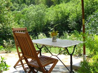 Le Pommier for two people, or two with small child: the terrace with seating and BBQ
