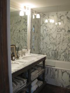 Bathroom 1 - en suite with bedroom 1