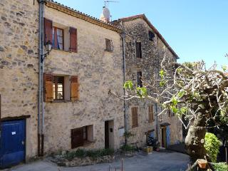 Town house (65m2) with terrasse and Wifi, Fayence