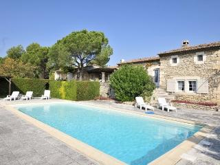 3 bedroom Villa in Gordes, Provence, France : ref 2017850, Beaumettes