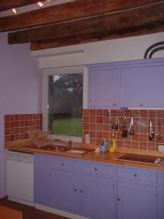 Fully fitted kitchen with halogen hob, dishwasher and double oven