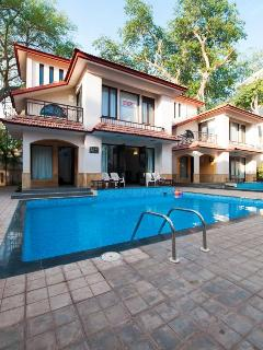 SNS Beach Holiday Villa with private swimming pool at Calangute