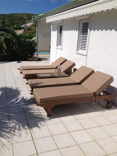 Side of house - with motorized sunshade - Loungers with Deep cushions