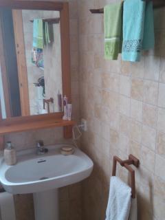 Cuarto de baño planta superior. Upper bathroom.