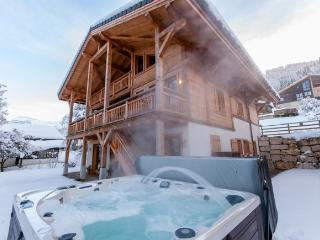 Chalet Maya - 7 Bedrooms, Hot Tub, 100m to Ski Lift and Telcabine, Samoens
