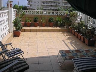 Apartamento con terraza, playa a 100 m, La Pineda