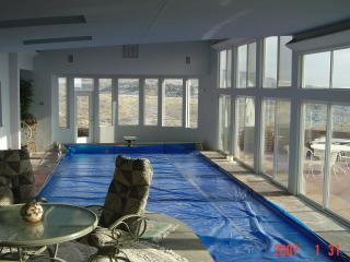 Beautiful Home with View and Indoor Pool 83 Degree, Boise