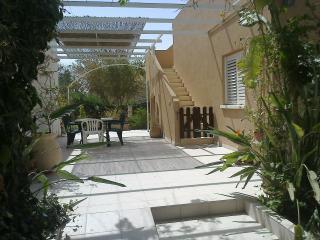 GavanRomi-Desert Home