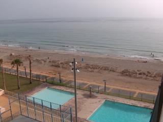 Atico con vistas al mar, piscina y padel