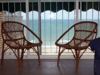 Con vistas al mar, zona infantil y piscina privada