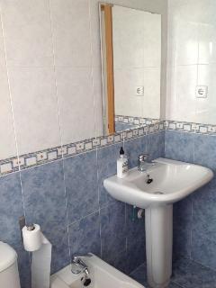Cuarto de baño completo 1-Dormitorio 1