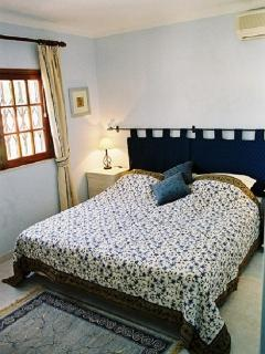 2nd bedroom with super kingsized bed