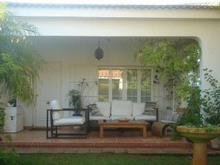 Chalet precioso dentro de Urb. Roche, 3 dormitorios, 2 bano con piscina privada.
