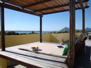 Studio 1 Romantic Ocean & Mountain Views, Le Morne