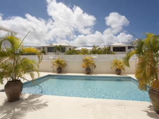 Luxury townhouse, only a 10 minute stroll from the beach