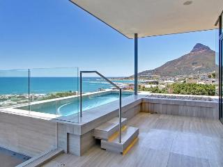 Modern Split Level 5-star Camps Bay Villa - Hakue