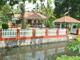 Coconut Creek  Kumarakom B&B With All Meals Free