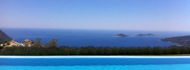 View from the La Vanta shared infinity pool & clubhouse