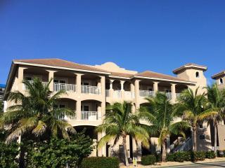 WHITE CAP Luxury Condo 'White Glove Award' Winner, Fort Myers Beach