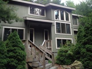 Luxury Living at 5 Bedroom Lakefront Home, Long Pond