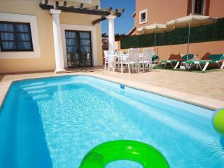 """HOLIDAY VILLAS"". Private pool and near beaches"