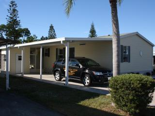 Florida Newer, Large, 3 BR., Steps to Pool, Gated, North Fort Myers
