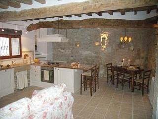 Charm & Comfort Among the Green Hills of Umbria, Tenaglie