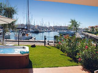 9031 Villa with private hot tub on private island, Cap d'Agde