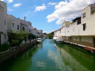 bonito apartamento en el canal y a 10min.de playa!, Empuriabrava
