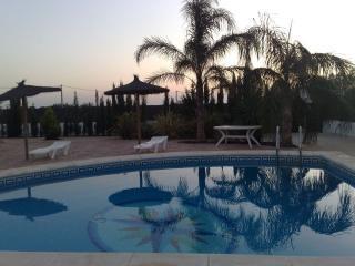 Chalet con piscina privada, de tres dormitorios., Conil de la Frontera