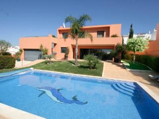 Casa Chantal, Luxury 5 bedroom villa, private pool, Wi-Fi and A/C, Porto do Mos