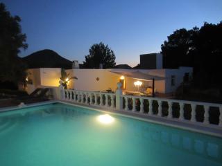 Can Rafalet. Finca reformada con piscinas y vistas bahia San Antonio AQ-E-123/06