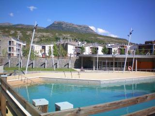 Nuestro acogedor apartamento en Las Margas Golf, Sabiñánigo