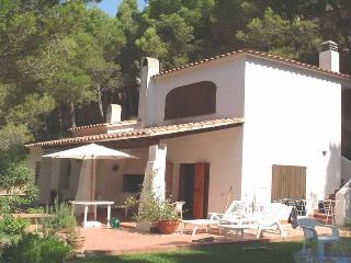 Family villa in own garden, quiet location, short walk to sandy beach & shops