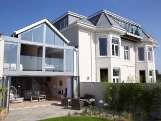 Barrington House- The Gorgeous Glasshouse, contemporary and stylish holiday home