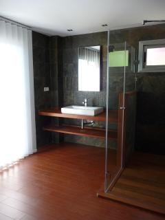 private bathroom (en suite)