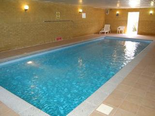 The Gogarth Suite, Stunning Sea View Apartment with Use of Heated Indoor Pools