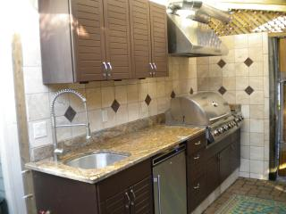 Outdoor Kitchen w/ Built in Grill and Sideburner