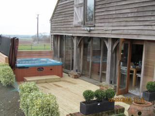 Heel Farm Barn Near Canterbury & Whitstable  MARCH 10TH&11TH HEAVILY DISCOUNTED, Stalisfield