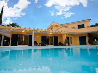 Villa Lopes - Golf Front 5 En-Suite Bedrooms set in a Large Plot in Vilamoura