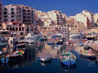 Saint Julians  Holiday One Bedroom modern Apartment Overlooking Spinola Bay