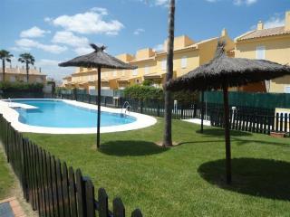 Adosado en urbanización privada con piscina, Isla Cristina