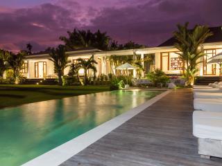 Pure Villa Estate, Outstanding 6 Bed/Bath, Canggu