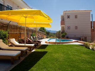 Villa Kokkinos, Sfakaki