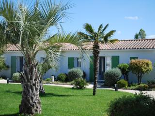 Ile de Re House with a  swimming pool heated ( 80.6 F) from April