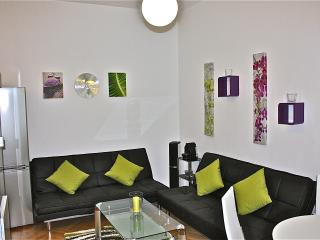 "50m2, 3 walking mins. to city center, w/ ""SERVICE+, Vienna"