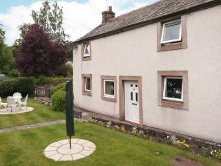 JASMINE COTTAGE, pet-friendly, WiFi, off road parking, enclosed garden, cottage